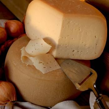 Сыр твёрдый «Буковинский» (натур. корка)