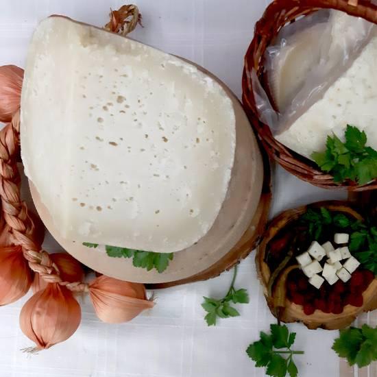 Сыр козий в натуральной оболочке