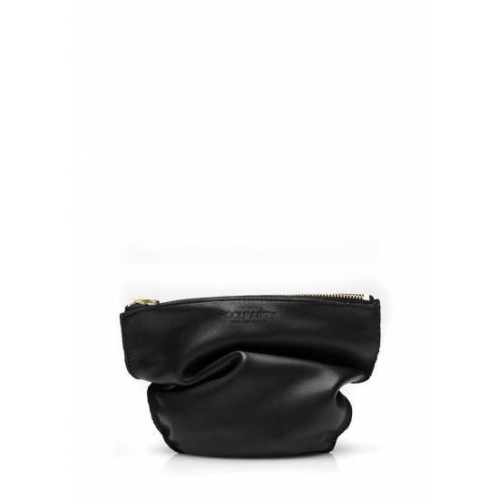 Кожаная косметичка-клатч черного цвета