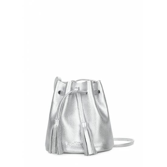 Кожаная сумочка серебряного цвета на завязках