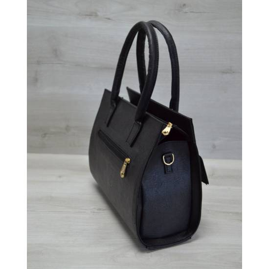 Каркасная женская сумка черного цвета с накладным карманом