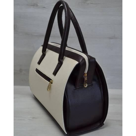 Каркасная женская сумка бежевого цвета с коричневыми ручками