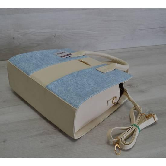 Каркасная сумка бежевого цвета с вставкой голубого цвета