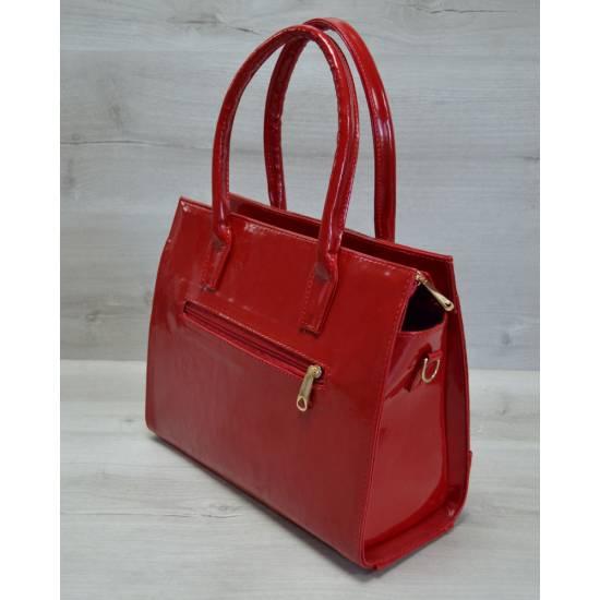 Каркасная женская сумка красного цвета покрытая лаком