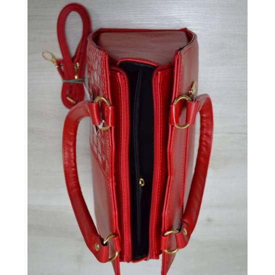 Классическая женская сумка красного цвета