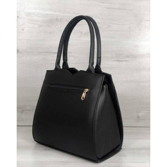 Классическая женская сумка черного цвета со вставкой золотистого цвета