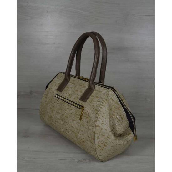 Классическая женская сумка бежевого цвета