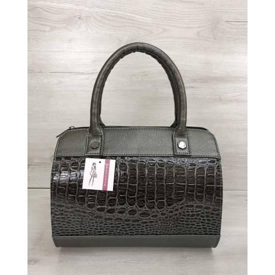 Женская сумка цвета металлик со вставкой коричневого цвета