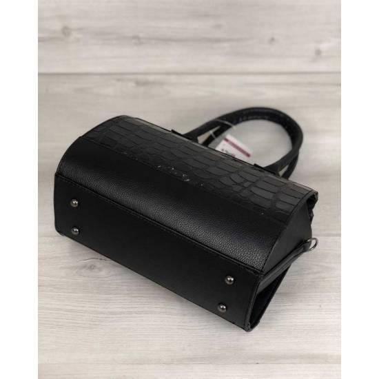 Женская сумка черного цвета покрытая лаком