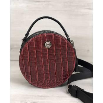 Стильная женская сумка черного цвета со вставкой красного цвета
