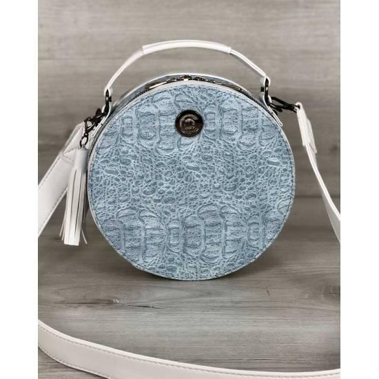 Стильная женская сумка белого цвета со вставкой голубого цвета