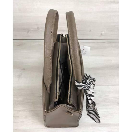 Классическая женская сумка кофейного цвета со вставкой черного цвета