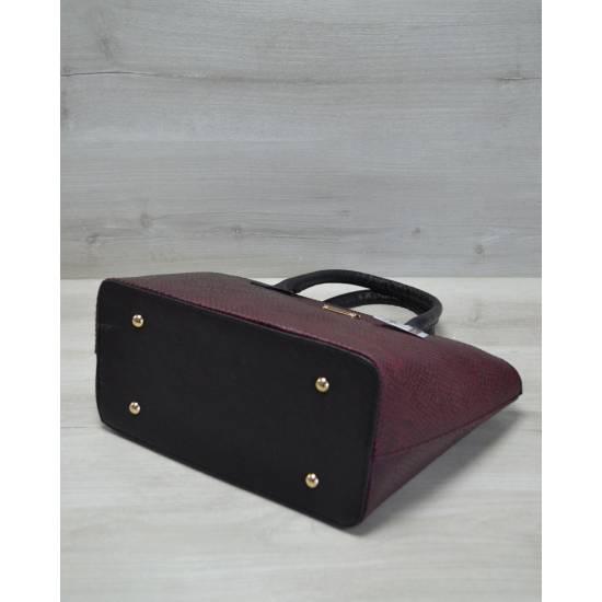 Бордовая сумка с черными ручками