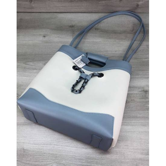 Модная сумка бело-голубого цвета с косметичкой