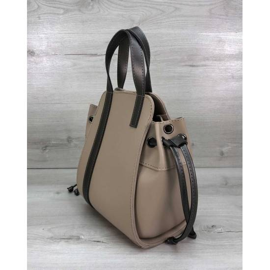 Стильная сумочка бежевого цвета с косметичкой из экокожи