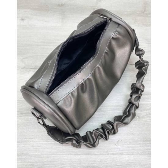 Модная сумочка цвета металлик