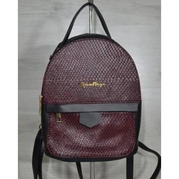 Черный рюкзак с вставкой бордового цвета
