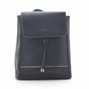 Черный рюкзак с одним отделением и внешним карманом