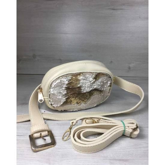 Женская сумка бежевого цвета на пояс с пайетками золотистого цвета