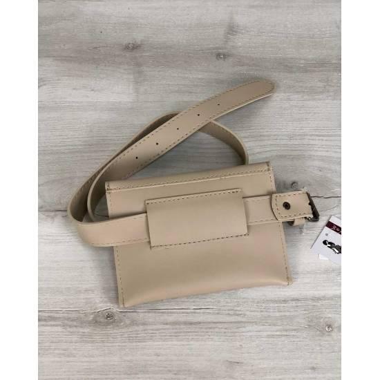 Стильная женская сумка кремового цвета на пояс