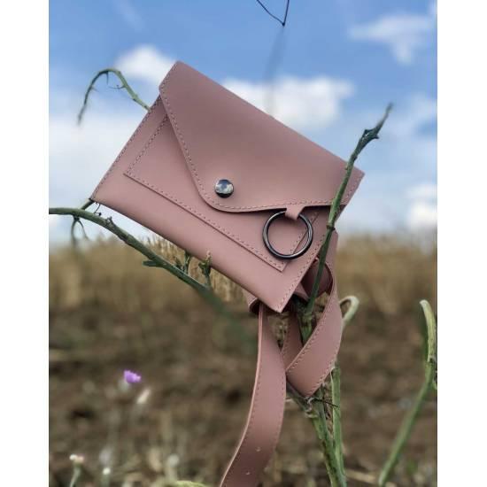 Стильная женская сумка пудрового цвета на пояс