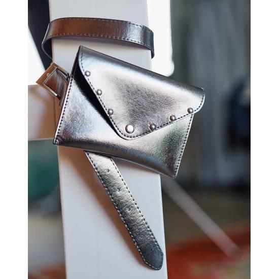 Женская сумка цвета металлик на пояс