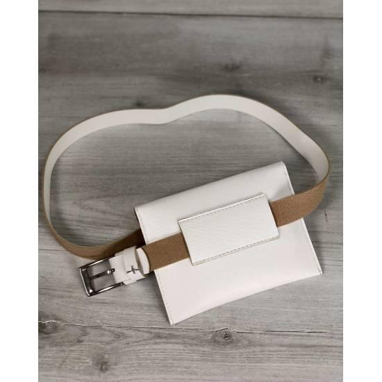 Женская сумка белого цвета на пояс