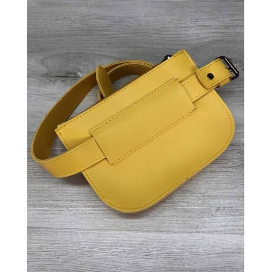 Сумка на пояс желтого цвета