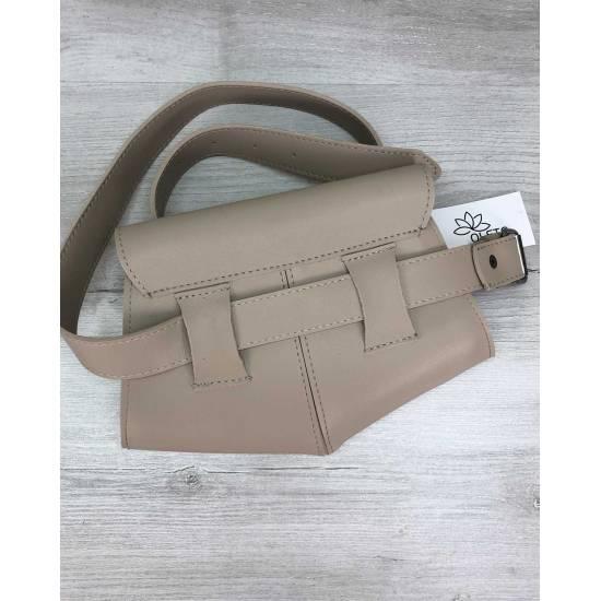 Женская сумочка на пояс бежевого цвета
