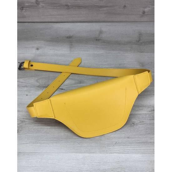 Женская сумка бананка желтого цвета