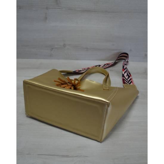 Женская сумка золотистого цвета с клатчем