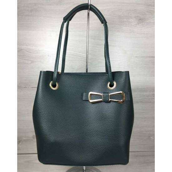 Стильная сумочка зеленого цвета с косметичкой