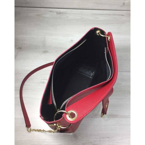 Модная сумочка красного цвета
